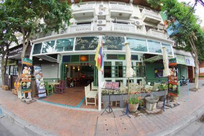 Bon Ca Va Restaurant and Hostel
