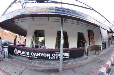 Black Canyon Thapae Gate